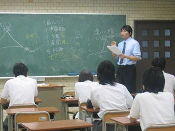 画像:高等学校での外部講師活動